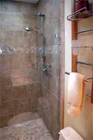 Shower with natural pebblestone accent